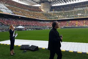 Il vescovo Domenico racconta la «Casa del Futuro» di Amatrice agli 80mila cresimandi che a San Siro attendono il Papa