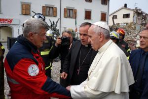 A un anno dal terremoto. Il vescovo: «Far riemergere la fiducia e la speranza è quanto di più necessario»