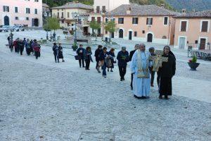 Giunto a Greccio il Crocifisso di San Damiano. Inizia la peregrinatio in diocesi