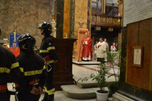 Santa Barbara, il vescovo ai Vigili del Fuoco: «Se penso a uomini responsabili, mi venite in mente voi»