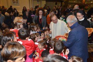 «C'è più gioia nel dare che nel ricevere»: Sant'Agostino si colora di bimbi per la Giornata del Dono