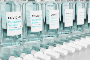 L'emergenza richiede la sospensione dei brevetti sui vaccini: il vescovo Domenico firma l'appello